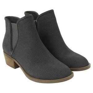 NWOT KENSIE dark grey ankle booties size 8